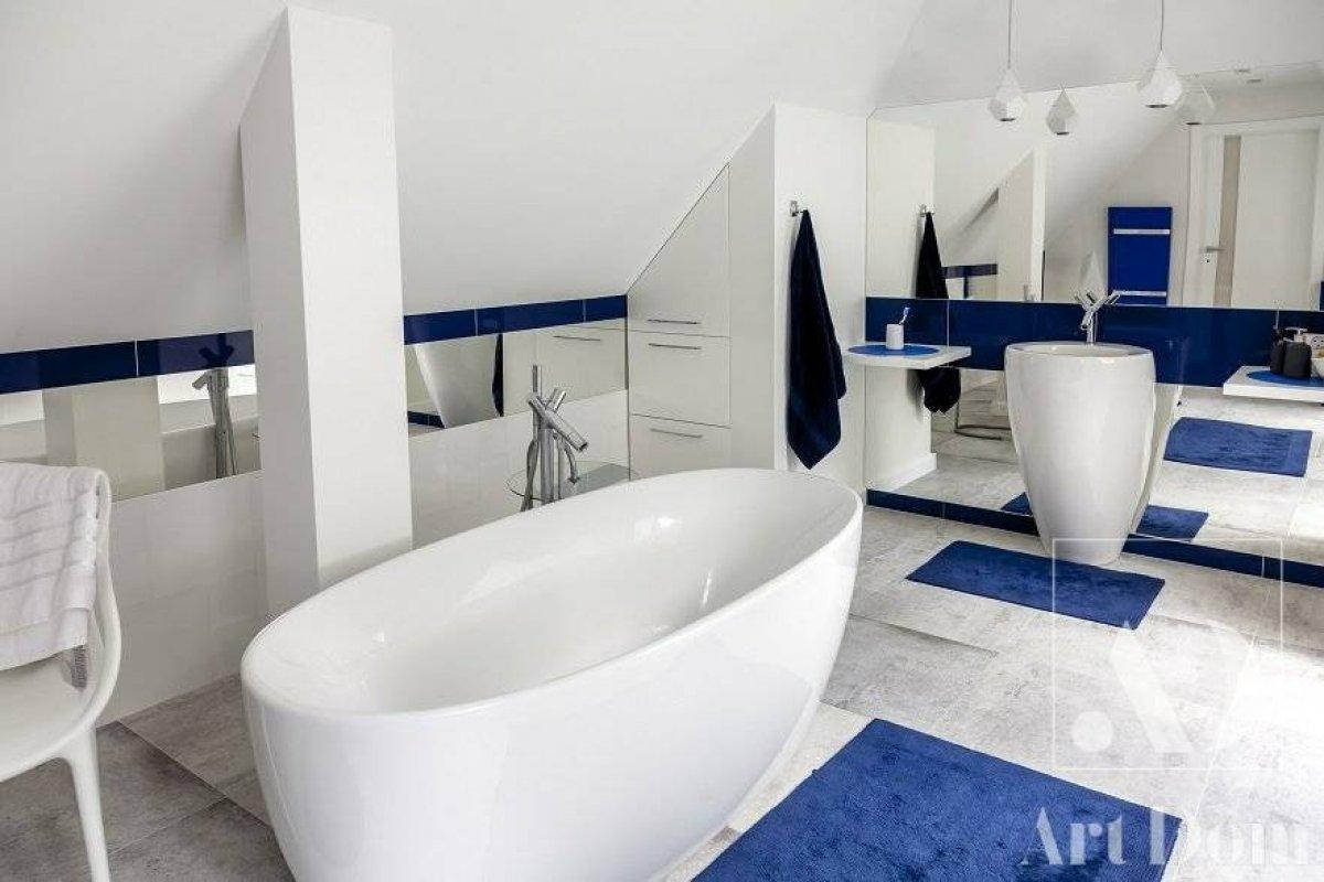 Łazienka z nutką kobaltu